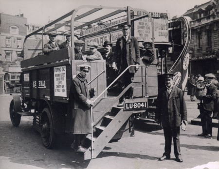 Lorry Bus at Victoria, summer 1919