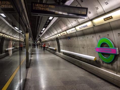 New Tate Modern tube roundels along Southwark station platforms.