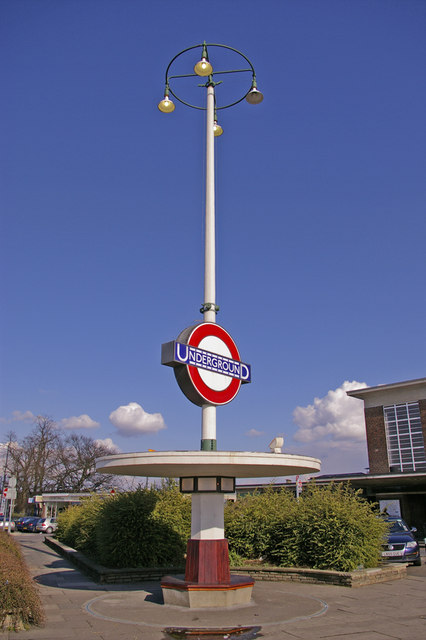 Art_Deco_Seat_and_Station_Sign,_Oakwood,_London_N14_-_geograph.org.uk_-_740661